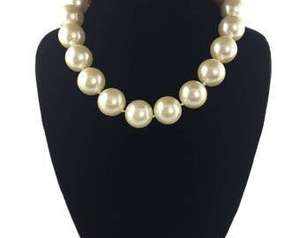 vintage large pearl necklace / ivory cream pearlescent / pearl choker / faux pearl necklace / costume jewelry / vintage necklace