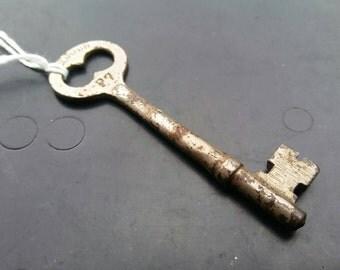 Skeleton Key // Antique Unique Collectible Genuine Vintage #014