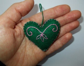 Valentine Love Heart,Green Hanging Felt Heart,Mother's Day Decor, Embroidered Heart,Felt Pincushion,Bag Charm,Key Ring,Car Ornament