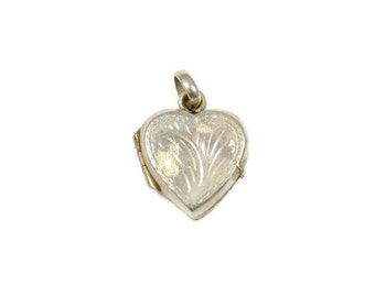Vintage small silver heart locket, sterling silver locket pendant, heart shaped photo frame pendant, small locket, dainty pendant, etched