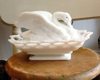 Vintage Westmoreland Milk Glass Swan On Nest
