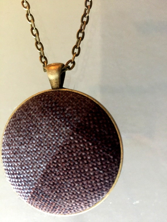 Outlander Authentic Tartan Round Pendant Necklace - Jewelry - Gold toned- Claire Jamie Stewart - Scotland FT06