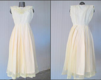 Vestito nyolon anni 50.Giallo pallido.Rockabilly.Tg 42-44/50s pale yellow nylon swing dress/Rockabilly/Shawl collar/Party dress/Size 6-8 US