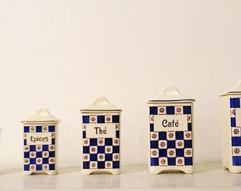 Pots (x 5) vintage earthenware with silkscreen checkered gingham for flour, tea, coffee, spices and pepper. The ' 80s.