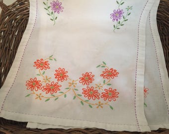 Vintage Embroidered Daisy Table Runner