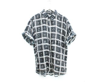 80s Printed 100% SILK Geometric Short Sleeved Slouchy Vintage Mens Button Up Shirt