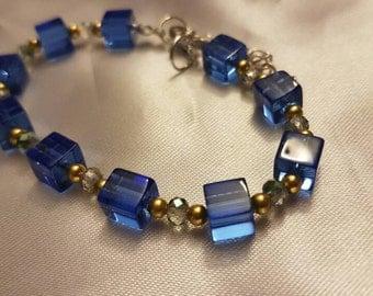 Elegant blue bracelet
