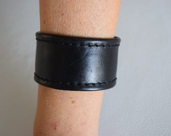 Men's leather bracelet black with buckle, made in Italy
