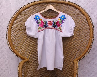 Vintage white embroidered floral 70s mexican cotton boho top penny lane blouse S M
