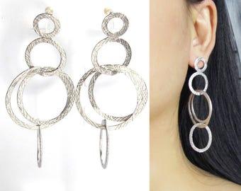 Dangle Clip-ons |23F| Textured Matte Silver Interlocked Hoop Clip Earrings Big Bold Statement Runway Chandelier Clip on Dangle Earrings