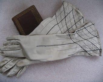 1950's soft, beautiful Ivory ladies gloves