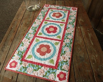 Spring Summer Table Runner, Country Quilted Table Runner, White,Red Blue Flower Raw Edge Applique Runner, Cottage Chic Outdoor Dining