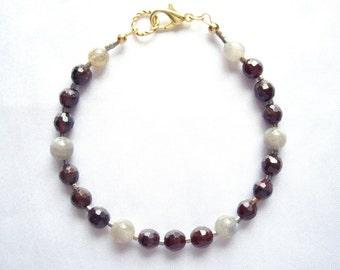 Garnet bracelet Labradorite bracelet January birthstone Beaded gemstone bracelet Simple bracelet Boho chic bracelet Jewelry gifts For mom