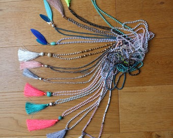 Long tassel or feathers