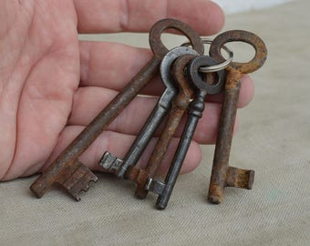 Skeleton keys - Various keys - Set of 5 keys - Rustic keys - Antique skeleton keys - Rustic decor - Old skeleton key - Vintage skeleton keys