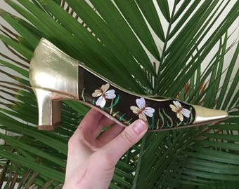 Vintage pumps, metallic shoes, size 6.5 butterfly shoes, leather pumps, gold shoes, vintage shoes, 90s shoes new with tag