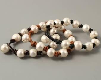 leather pearl bracelet,pearl leather bracelet,white pearl bracelet,brown leather bracelet,boho bracelet for women freshwater pearl jewellery