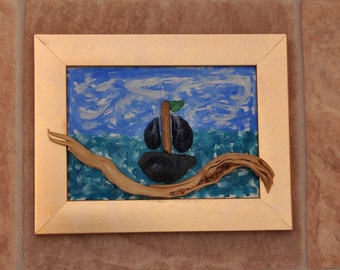 Driftwood art/shells/pebbles/driftwood picture/Small Boat on Driftwood/yacht/boat/sea/blue/holiday/beach art/sailing