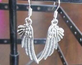 Sweet earrings with wings