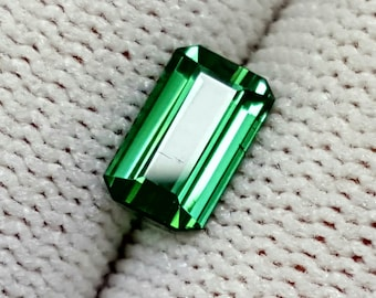 Natural Green Tourmaline 1.10 Carats Gemstone For Sale