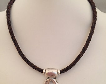 Choker-style horse hair necklace | silver pendant