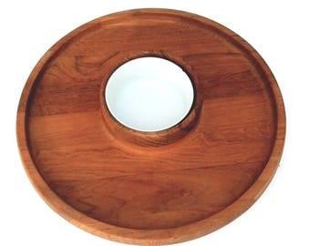 Dansk Teak wood IHQ mid century modern round chip dip tray is in excellent condition