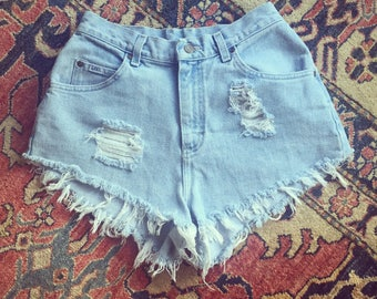 VINTAGE 90's Lee High Waisted Cut Off Shorts // Distressed // Light Wash
