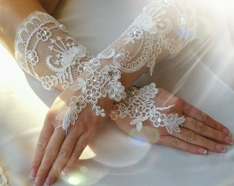 Wedding Gloves,Light Ivory Wedding Gloves,Beaded Wedding Gloves,Lace Wedding Gloves,Long Wedding Gloves,Fingertip Wedding Gloves,Lace Gloves