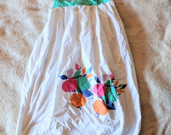 1970 - 1980 white tunic with green accents - beach or summer smock