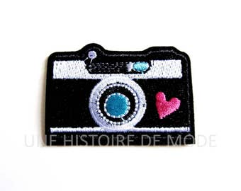 Patch, embroidered fusible badge camera / camera to sew or iron 56 x 40 mm