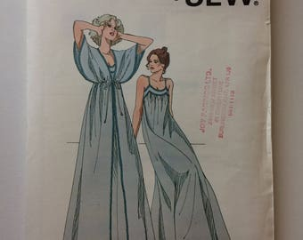 Kwik 876 Ladies Nightgown and Peignoir