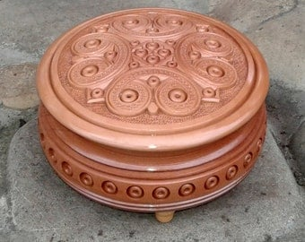 """1pc. Jewelry box Round carved wooden box Wood Carved Box Necklace Jewelry Gift Box Wedding gifts souvenir Wood-pear 5"""""""