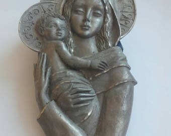 Sculpture of Madonna and child of the years 50-60