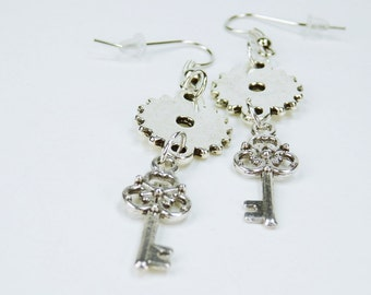 Earrings gears with keys to Silver earrings earrings jewelry hanging earrings steampunk gear key
