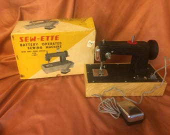 Vintage Sew-Ette Battery Opersted Sewing Machine