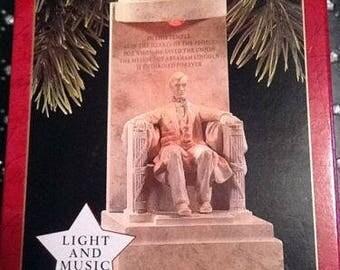 The Lincoln Memorial Hallmark Magic light and music 1997 ornament