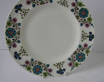 Four Midwinter Country Garden Dinner Plates Designed by Jessie Tait