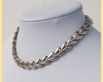 VINTAGE SILVER CHAIN - European Silver Linked Wreath Styled Chain