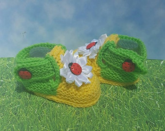 Lady bug Sunflower Green and Yellow baby booties Baby Socks knit baby socks Baby Socks toddler socks boy socks girl socks knit baby socks