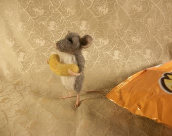 Needle Felted Mouse, Mouse with Cheese Curl, Felt Gray Mouse