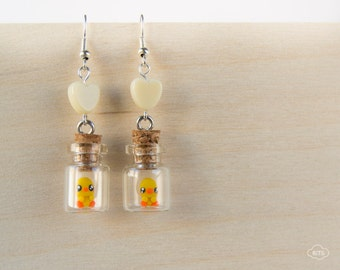 Ducklings earrings in tiny bottles – ducks earrings, bottle earrings, kawaii jewelry, cute ducklings, duck miniatures, tiny ducklings