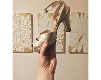 Vintage Cream Satin Pumps | 7 1/2