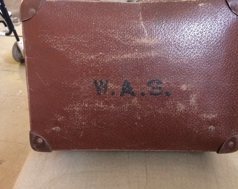 Vintage overnight suitcase  dates from   1930s 59