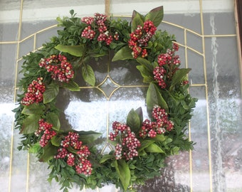 16 inch Boxwood and berry wreath