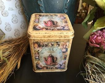 Alice in Wonderland Keepsake Tin.  Keepsake Box. Treasure Tin. Trinket Tin. Alice in Wonderland Decorated Tin. Alice in Wonderland Tin Box.
