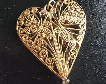 Stunning gold coloured filigree pendant