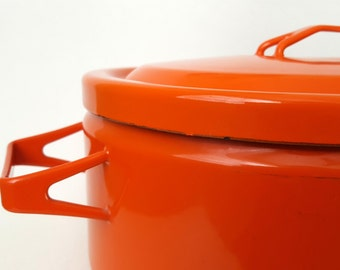 Orange Enameled Seppo Mallat style Oval Roaster Roasting Pan with Lid - 1970s - Triangle Handles - Excellent Condition and Heavy Duty