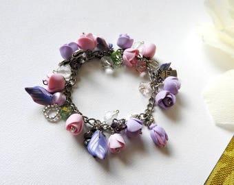 A nice bracelet with roses