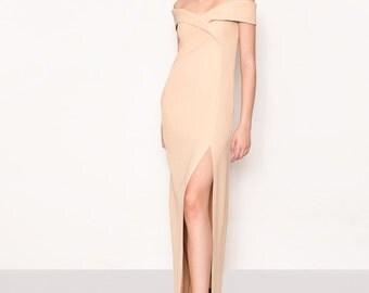 Evening gown. Beige off shoulders dress. Long dress. Deep cut. Minimalistic long dress. KÜPPER'S gown dress