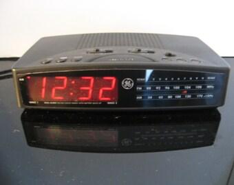 Vintage GE General Electric Digital AM/FM Alarm Clock Radio